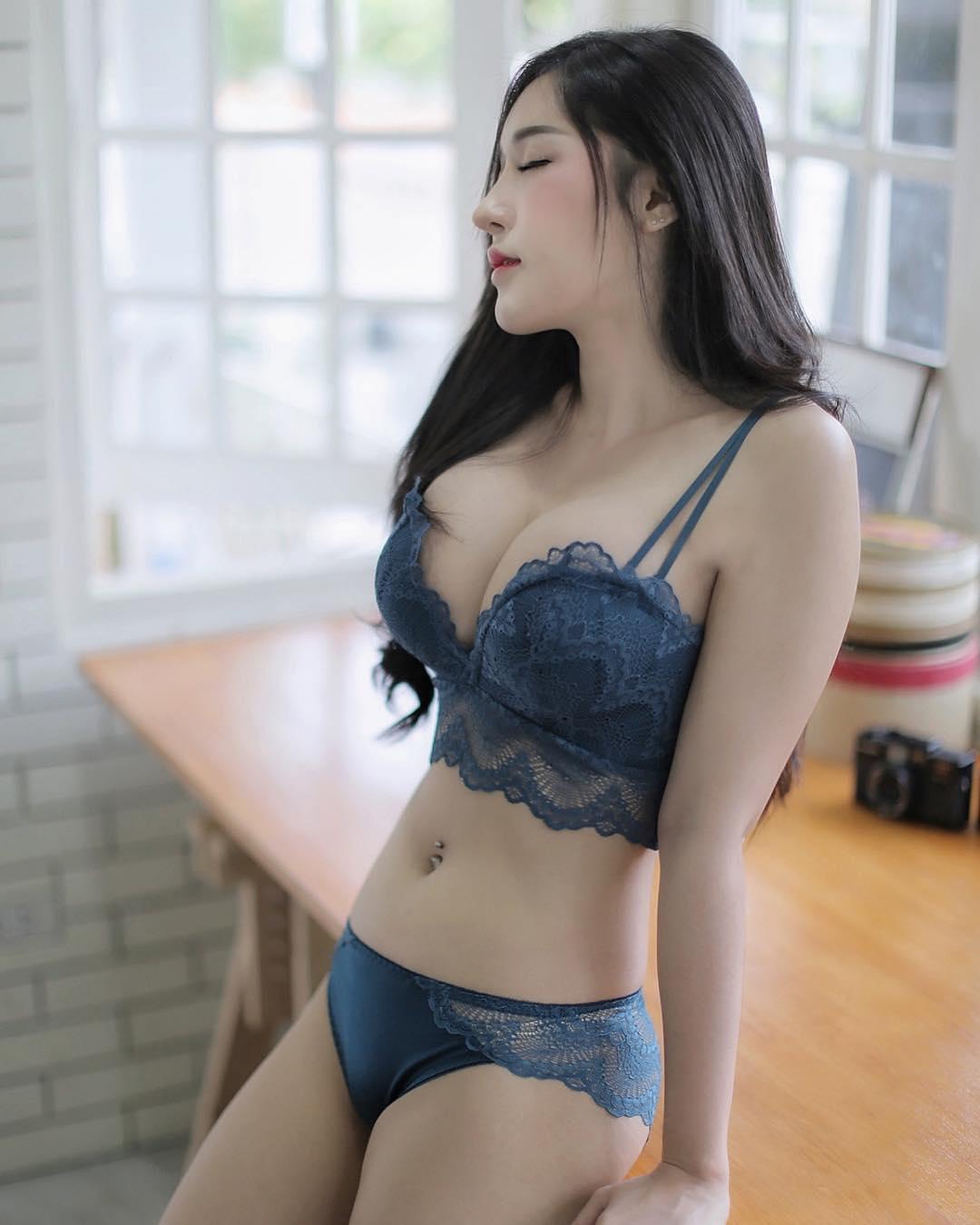 Cerita Sex Vony Gadis Cantik Teman Kantor Yang Punya Libido Tinggi