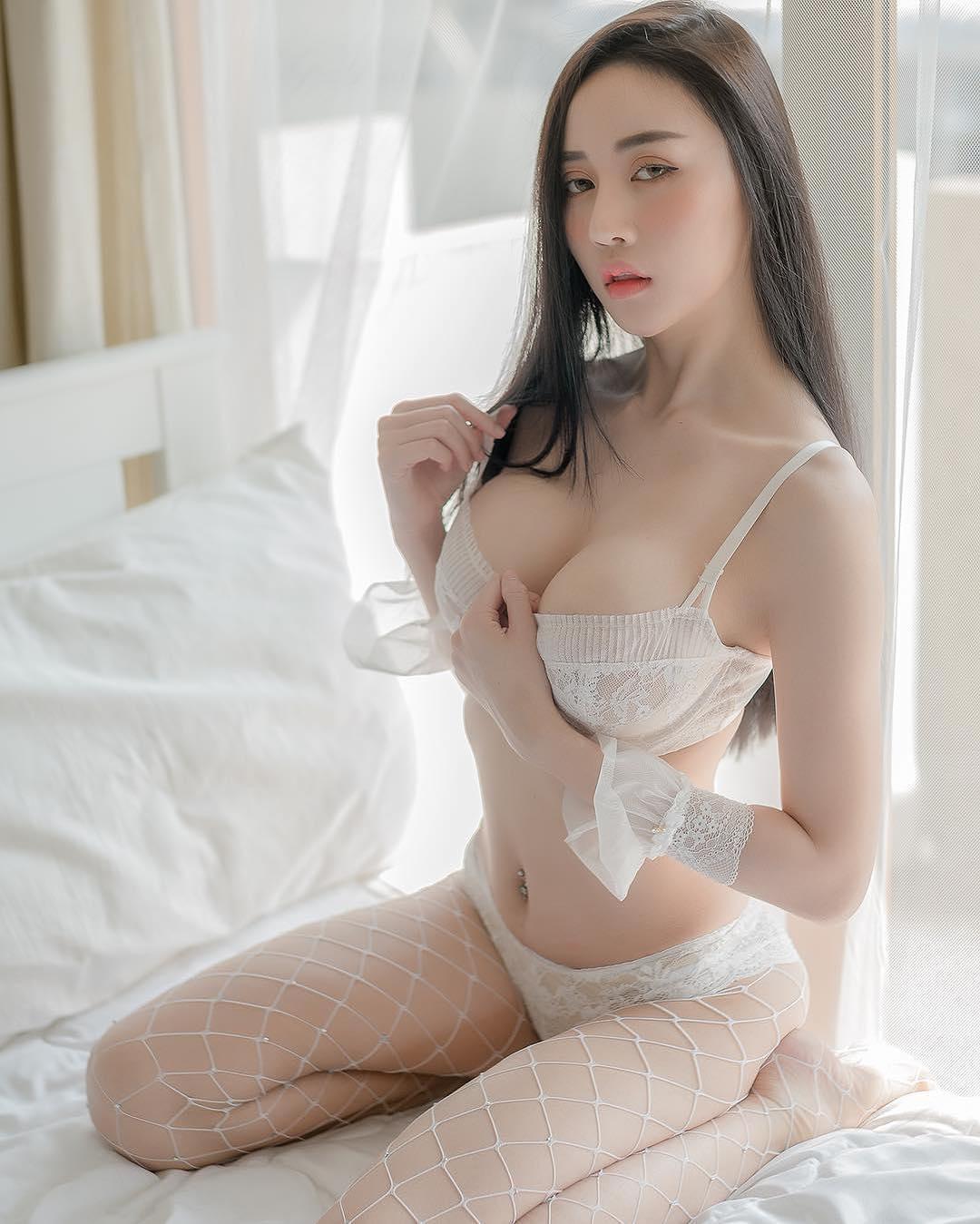 Cerita Sex Jepitan Susu Lydia Yang Tiada Tanding